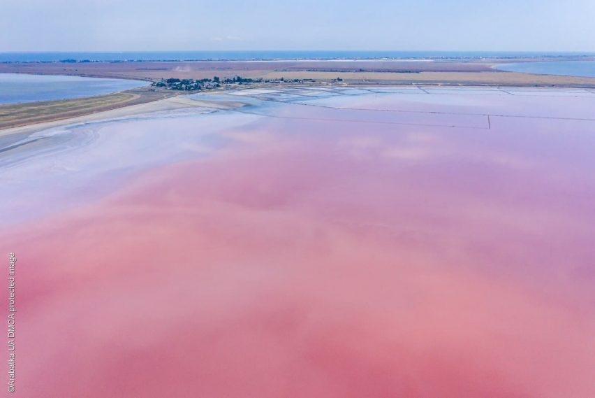Геническое розовое озеро