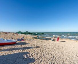 Катамараны на пляже в Стрелковом