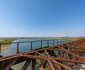 Вид с моста на автомобильный мост