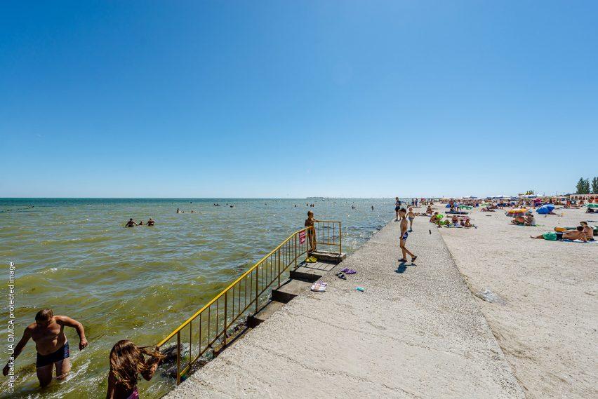 Спуск в воду на пляже